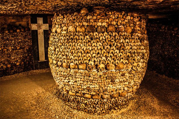 Thieves use Paris catacombs to steal fine wine – report