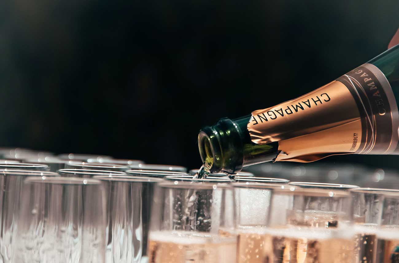 Champagne producers end Russia embargo but still want law change